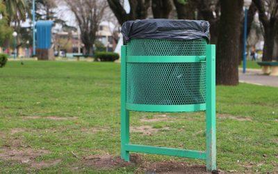 Nuevos cestos de basura en espacios públicos.