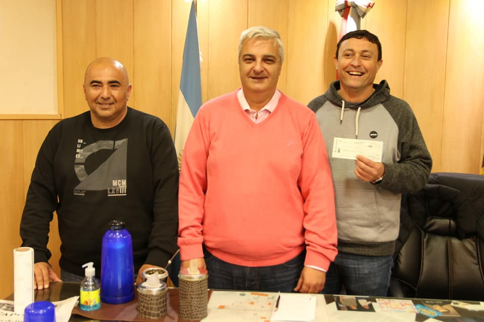 Entrega de aportes al Rowing Club