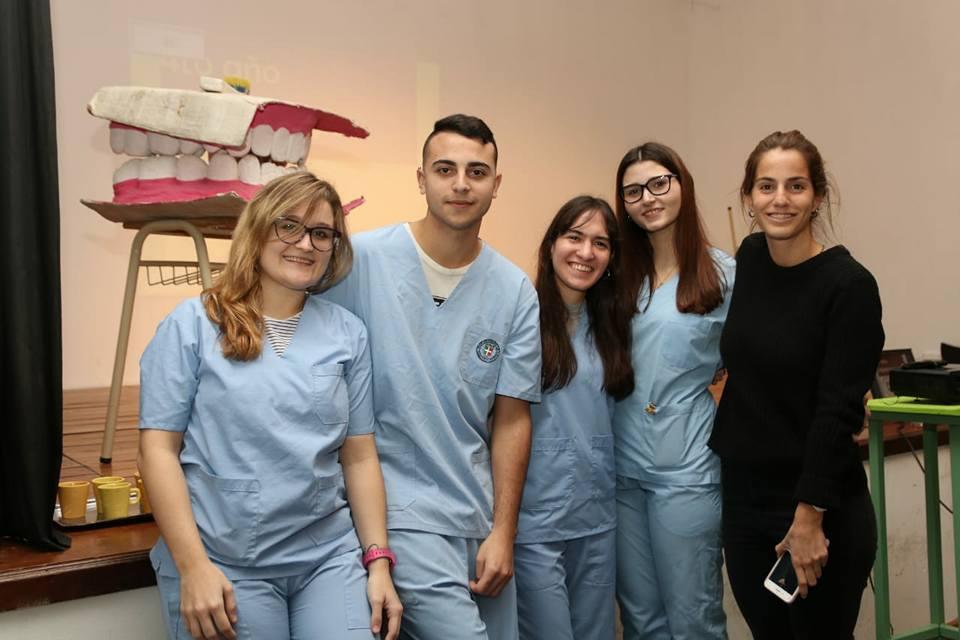 Alumnos del I.U.N.I.R. Brindaron una charla sobre cuidado dental en la escuela «Juan Bautista Alberdi» 👏😃😷👅