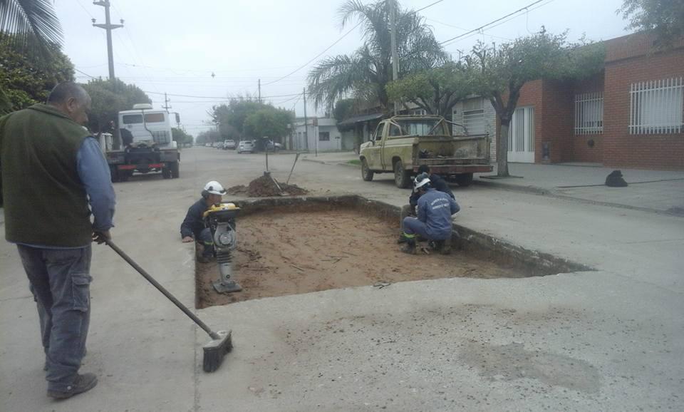 Reparación en el pavimento sobre calle Juárez Celman al bis