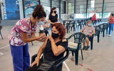 VACUNACIÓN COVID-19: APLICAMOS 200 DOSIS EN UNA NUEVA JORNADA EN EL COMPLEJO LOS TIBURONES